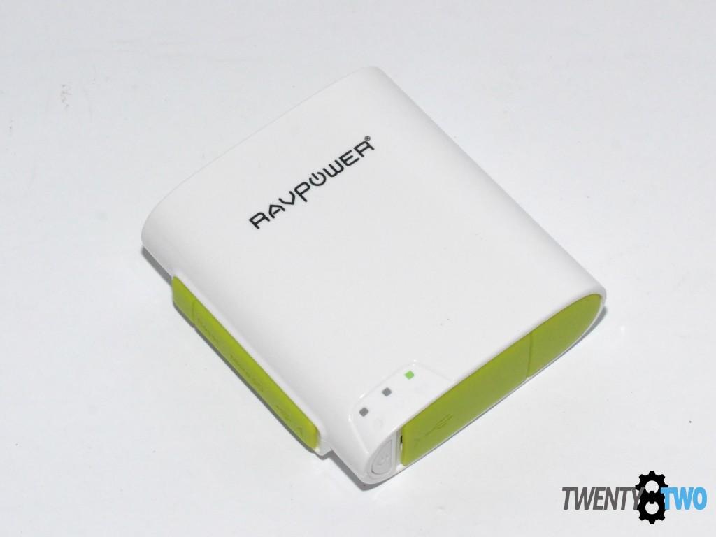 twenty8two-ravpower-filehub-power-bank-portable-router-media-streamer-power-on-led